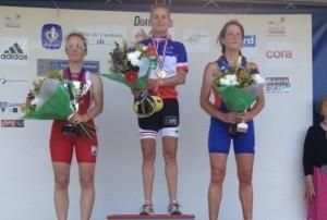isabelle-ferrer-sur-la-premiere-marche-du-podium-savoure-sa-victoire-photo-sdr-e1402318690838
