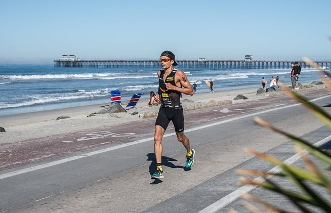 Frederic Belaubre runs down oceanside with the pier as his backdrop.